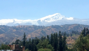 mountains riding into Huaraz